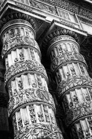 Detail Louvre #1